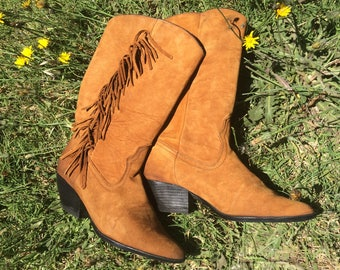 Vintage tan / brown fringed leather boots, size 6.5 / 7