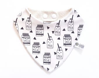 Bandana bib in 100% cotton organic baby teething model milk