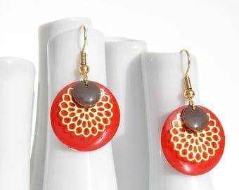 Earrings with enameled sequin