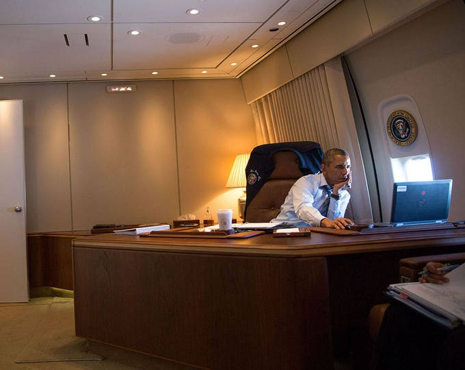 President Barack Obama in His Office Aboard Air Force One in 2014 - 5X7 or 8X10 Photo (ZY-532)