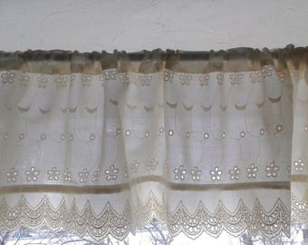 Curtain valance in Ecru with cotton lace