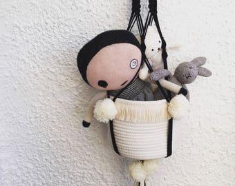 Hanging storage basket