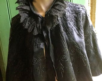 Very Fine silk victorian 19th century lady,s cape / mantle