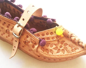 papouce05//leather slippers childrens size 30