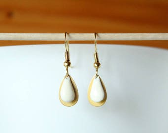 Gold earring and sequin drop white
