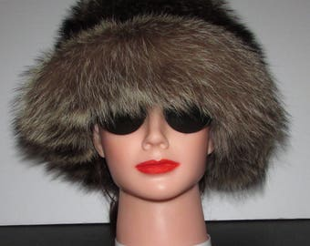 "Superbe chapeau de  véritable fourrure de  chat sauvage naturel/Superbe natural  real raccoon  fur hat 21""1/4"