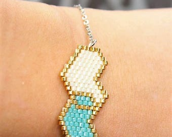 Bracelet white and blue hearts entwined with miyuki beads