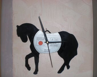 HORSE ON VINYL RECORD CLOCK