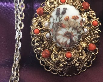 Vintage West germany wildflower sugar cameo necklace