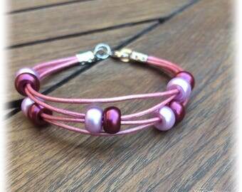 Pink leather and glass beads bracelet