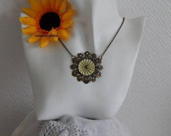 Necklace chain and engraving bronze and capsules Nespresso vanilla striped pleated flower shape