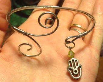 Hamsa wire bracelet