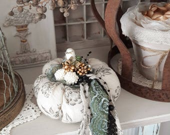 Vintage Pumpkins of fabric and lace
