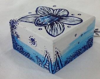 Blue orchid mini box