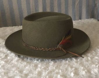 Bandolino Green Fur Felt Hunter Tracking Advebture Hat with Feather