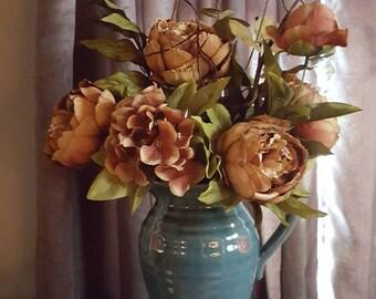 Flower arrangement, French country centerpiece, farmhouse table arrangement, French country decor, farmhouse decor, farmhouse table decor