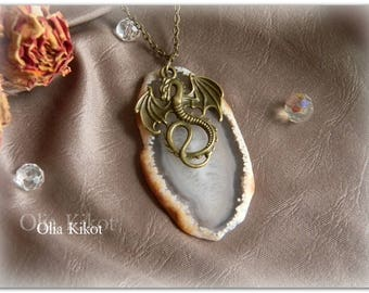 Pendant Dragon on Agate Coulomb with dragon. Natural section of agate. Vintage Pendant Mothers Day, St Patricks Day
