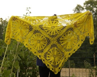 Crochet shawl. Yellow shawl