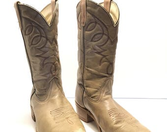 Vintage Cowboy Boots. Tan Leather with beautiful dark brown stitching. Size 10. Men's. Country Western.