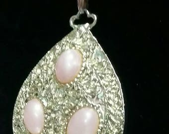 Vintage Teardrop Gold and peach pendant necklace