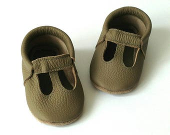 baby moccasins/ t-strap/ gray leather