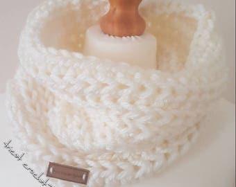 scarf made in crochet with acrylic yarn