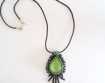 Necklace cabochon decorated with beads