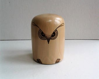 Holly Wood Owl Paperweight E131
