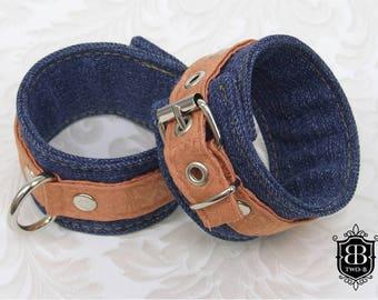 Handfesseln BDSM Bondage Fesseln apricot lachs Jeans