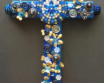 Two blue brooches cross