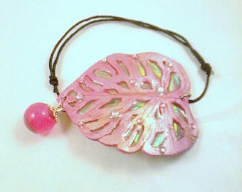adjustable bracelet rose leaf and pink glass Pearl fluoresccent