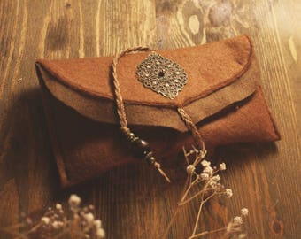 Tobacco pouch made of felt with ornament in cognac/beige