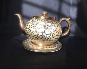 Earthenware teapot made by Gibson