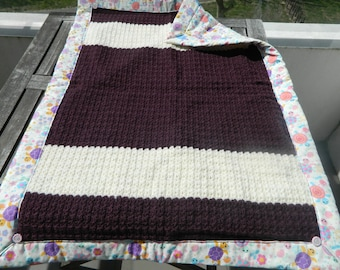 Blanket is made crochet baby, lined with cotton fabric