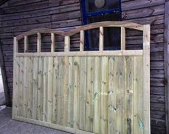 Wooden Double Dome Top Driveway Gate