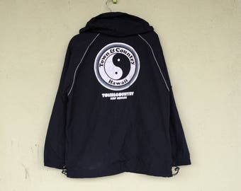 Rare!!Sweater Windbreaker Hoodie Big Logo TOWN AND COUNTRY Surf Design Town And Country Sport Clothing Size Large
