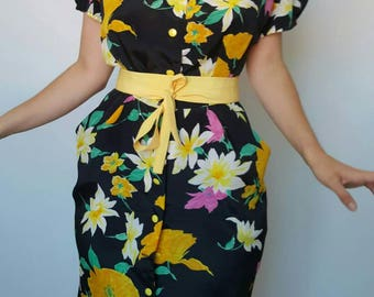 Dress / 80's / flowers / shoulder pads / made in France
