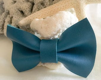 Bow tie leather brooch * turquoise