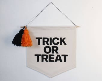 Trick or Treat Halloween // Wall/Door Banner