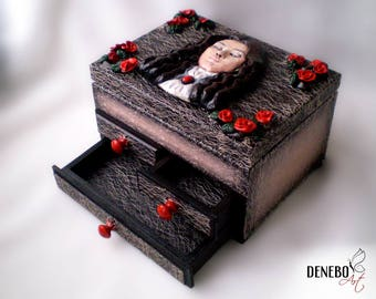 hand sculpted, ready to ship, wampire box, luxury gift box, chest of drawers, jewellery box, gothic chest, nobleman, victorian era, XVII
