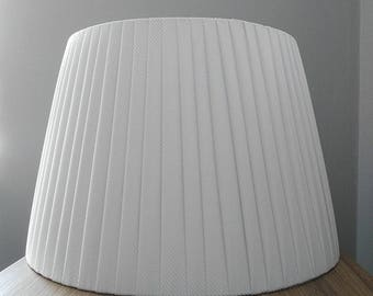 WHITE PLEATED SHADE