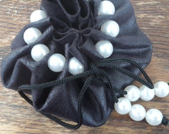 Pouch with pearls