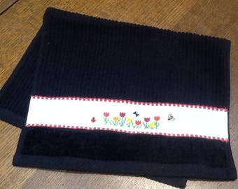 Guest black Terry towel and flowers