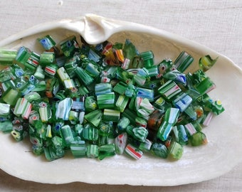 40 Millefiori glass beads green 4-8 mm