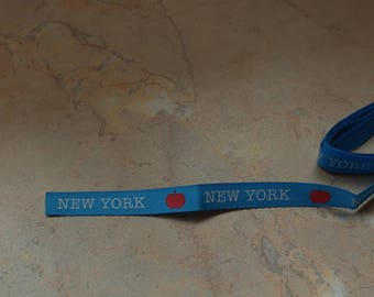 """Blue Ribbon with inscription """"New York"""" and an Apple, 10mm"""