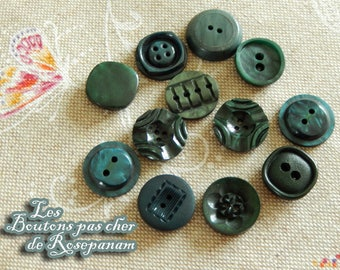 12 different green buttons diameters from 1.8 to 1.9 cm - set of vintage buttons