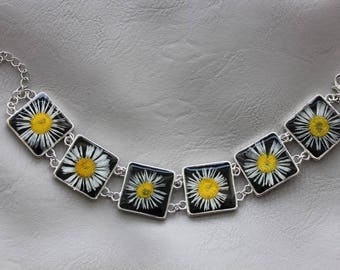 Flexible bracelet faceted square resin and dried flowers daisies