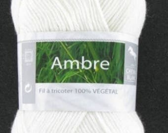 Yarn was Amber ecru No. horse white 059