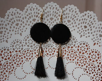 Black and gold earring