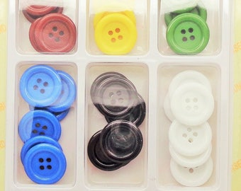 52 round acrylic buttons